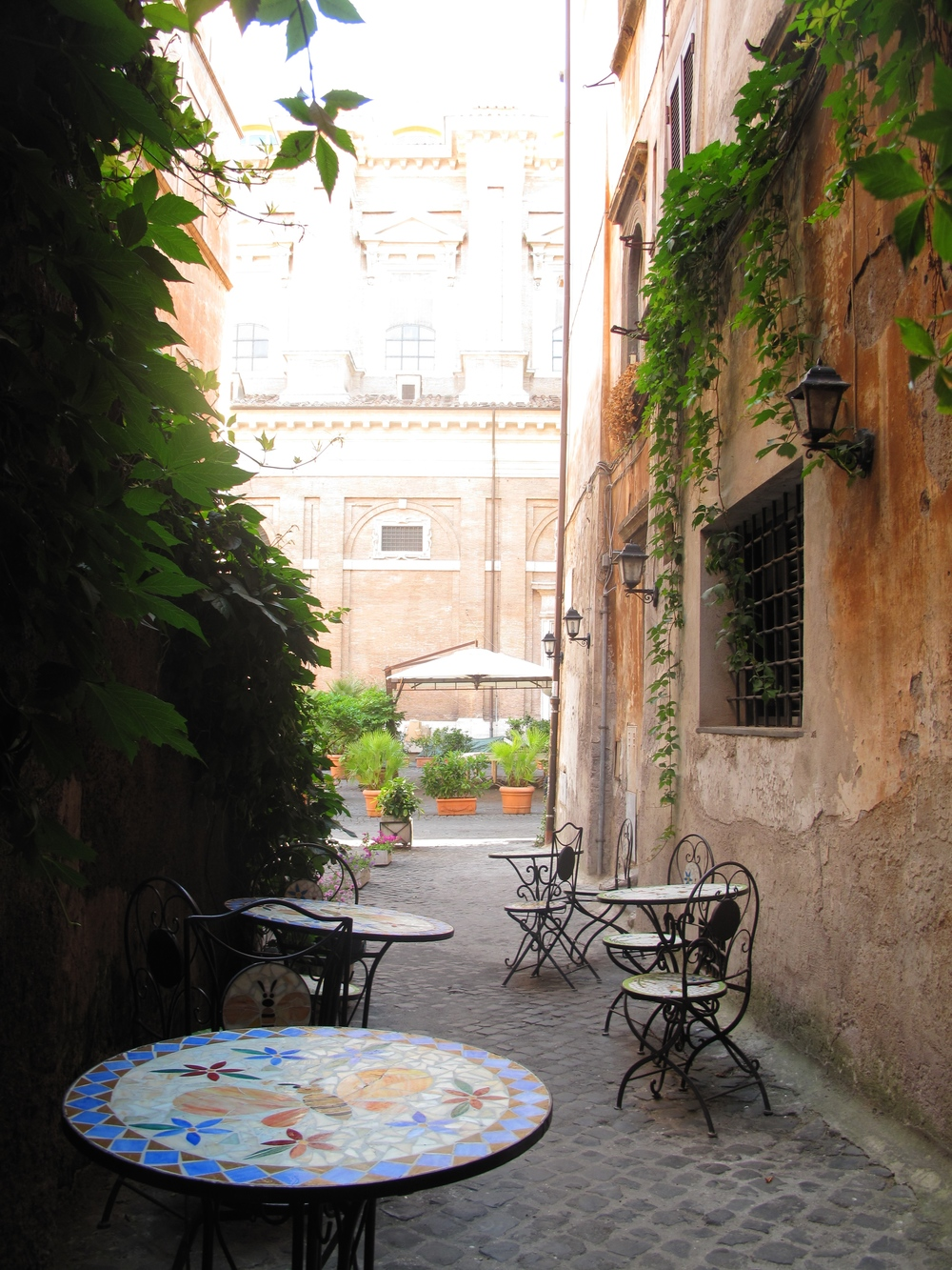 The tables of Gelateria del Teatro