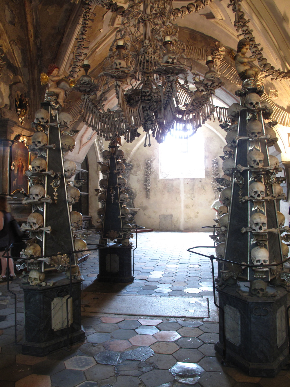 Kutná Hora inside - bone chandelier and decorations.