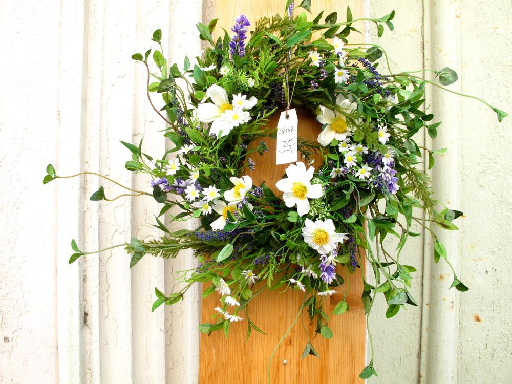 A wreath of flowers on a door in Wittenberg