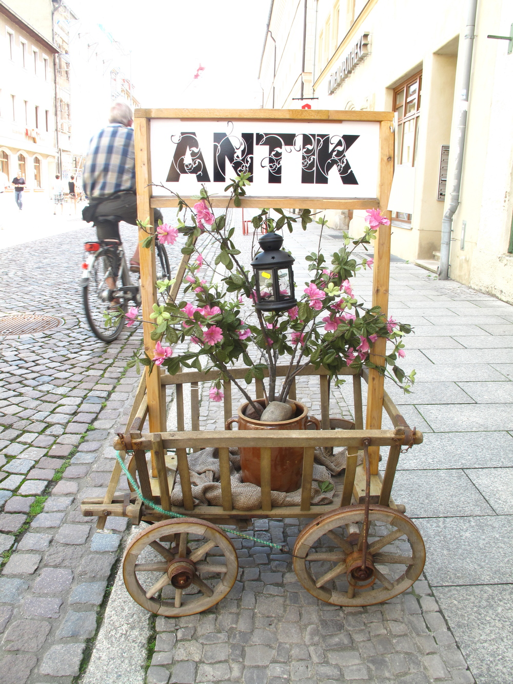 A sign covered in flowers in Wittenberg