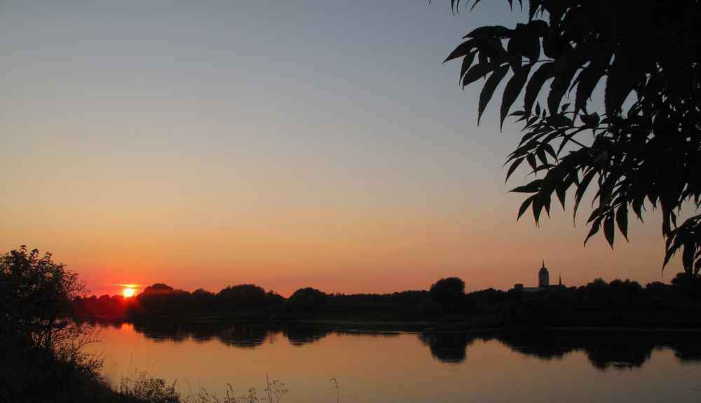 Sunset near Wittenberg, with a lake and tree silhouettes.