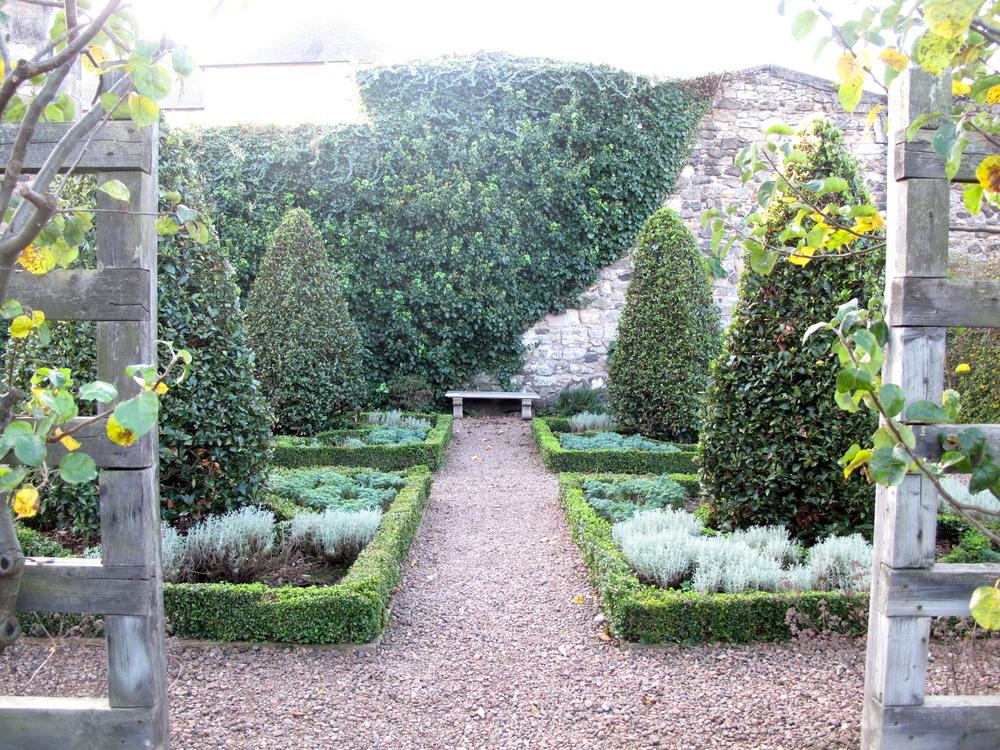 Dunbar Close Garden, Edinburgh. A secret, hidden garden in a courtyard behind an alley.