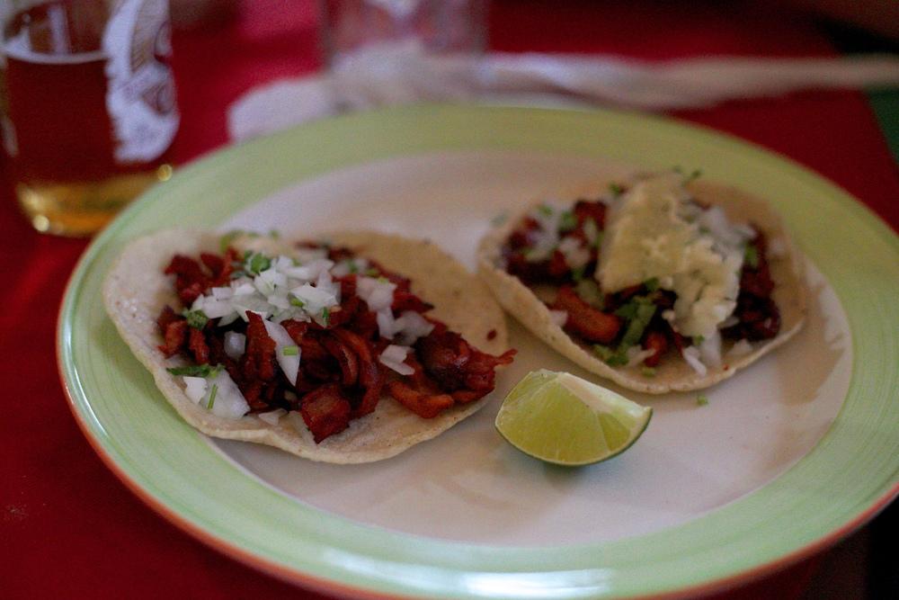 A plate of real Mexican tacos de pollos asada.