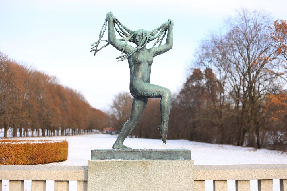 vigeland sculpture of woman