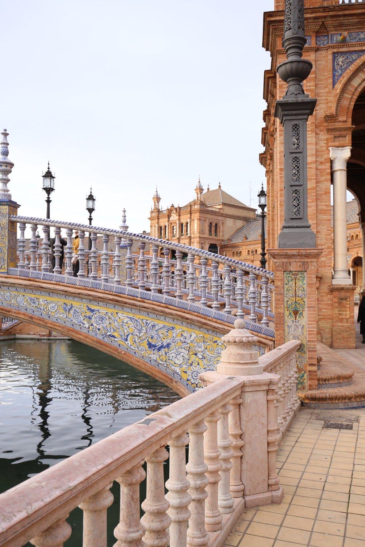 detailed photo plaza de España bridge