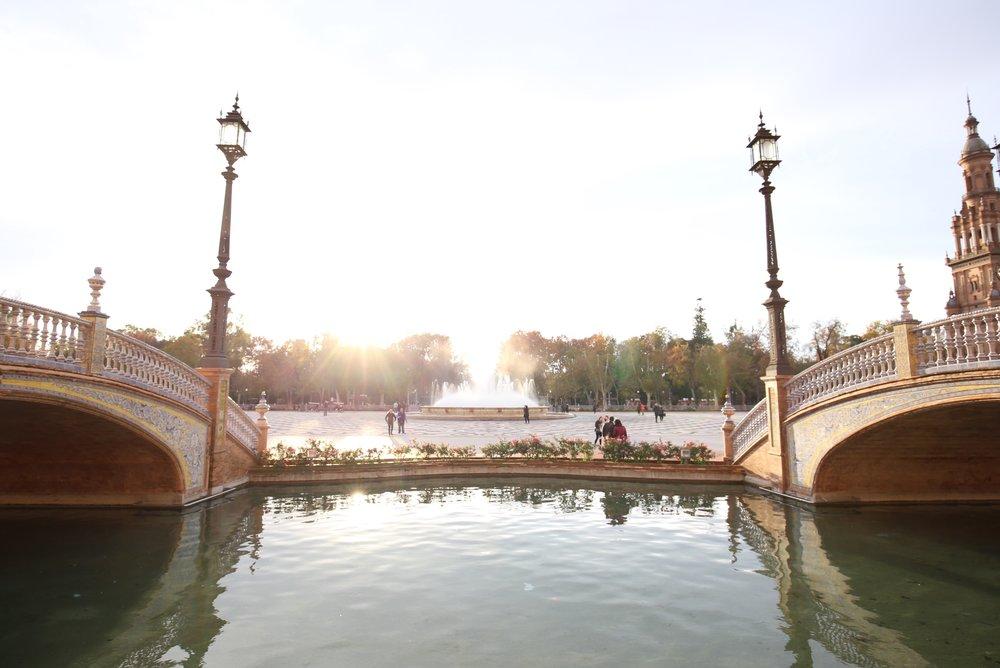 plaza de espana river