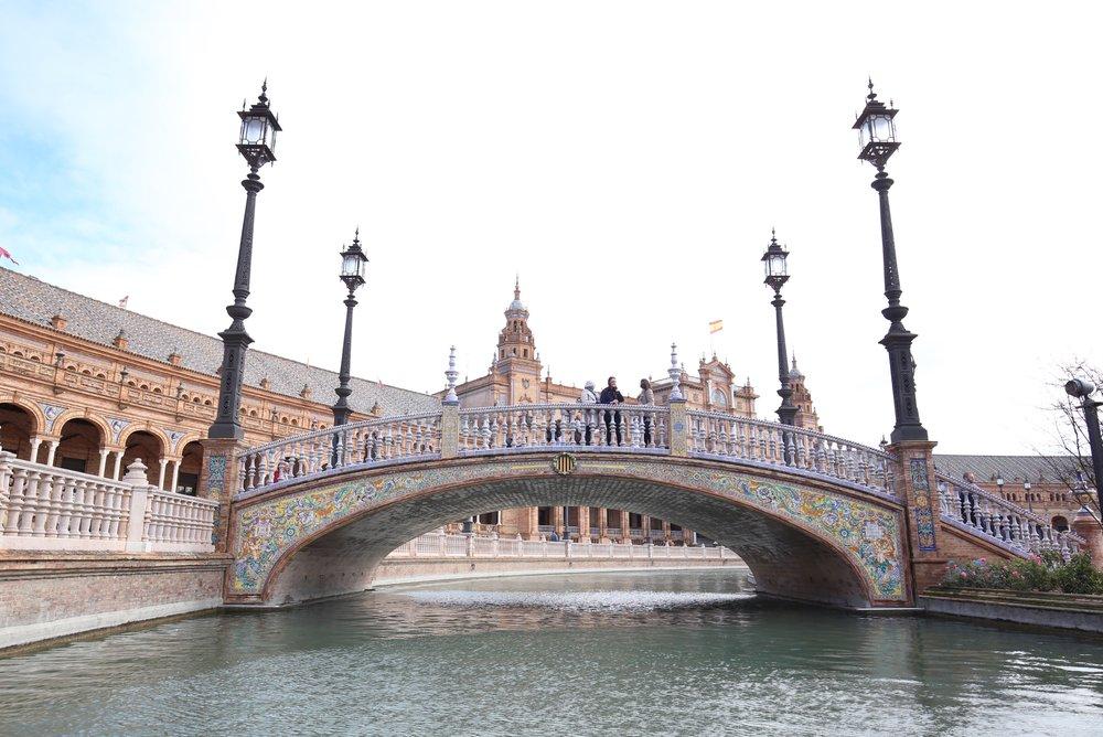 tiled bridge plaza de España