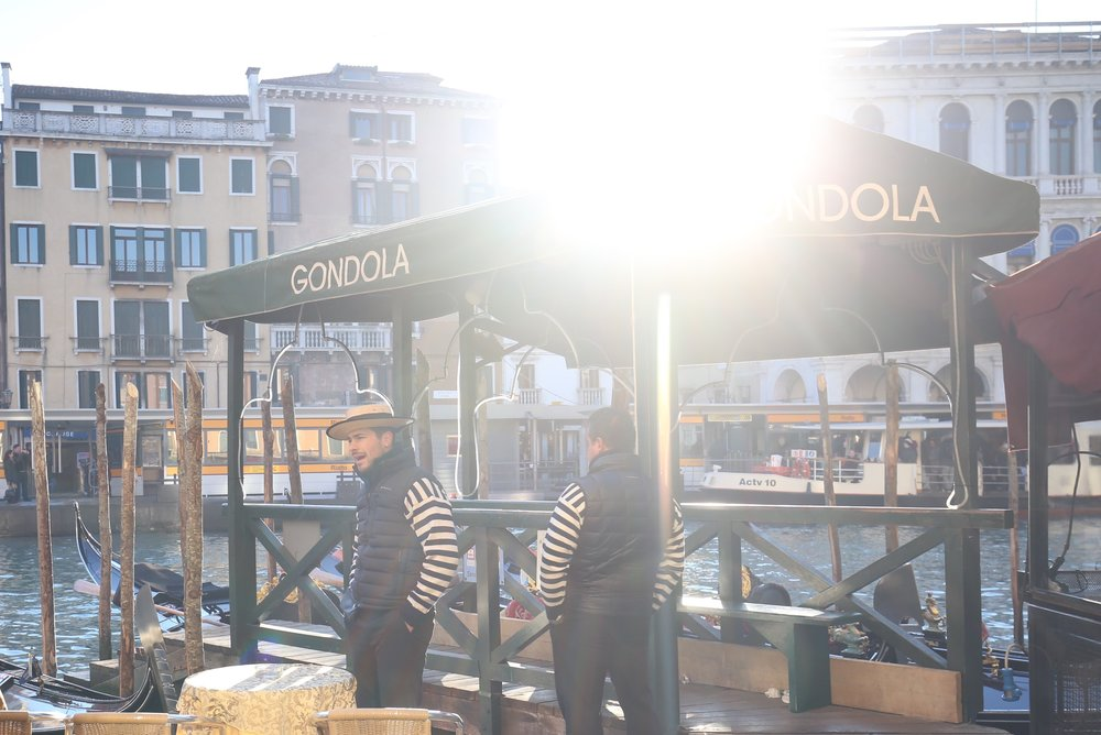 A gondolier is singing in the morning sun.