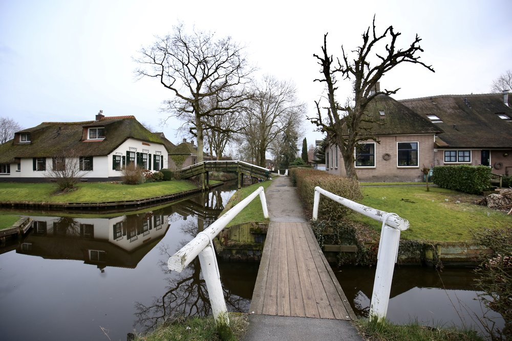 Bridge over the canals, with sweet little cottages in Giethoorn.