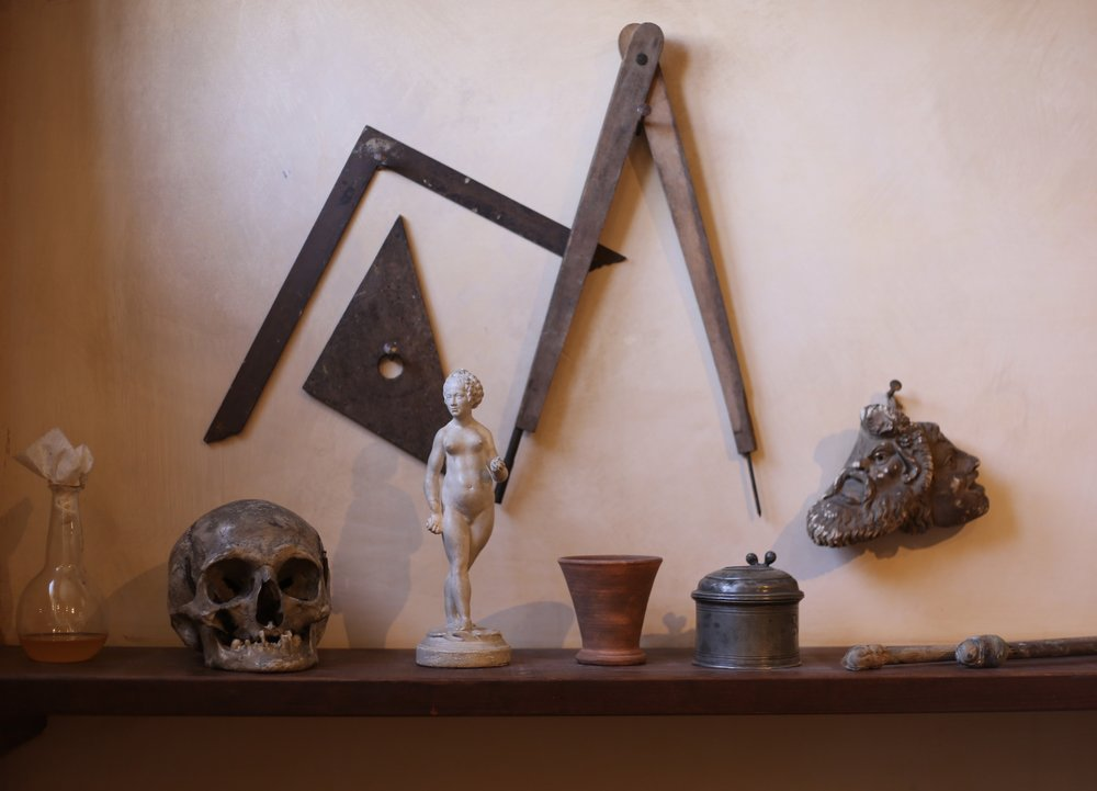 Small curios and compasses on a shelf in Rembrandt's old house.