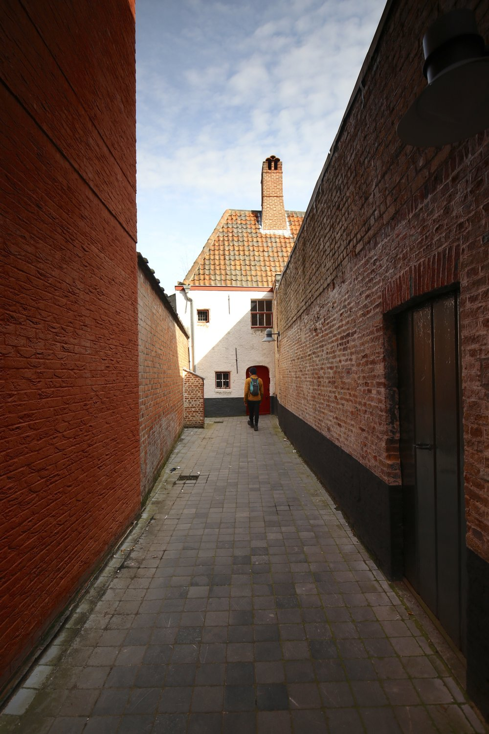 Secret alleyways and small cottages in Bruges.