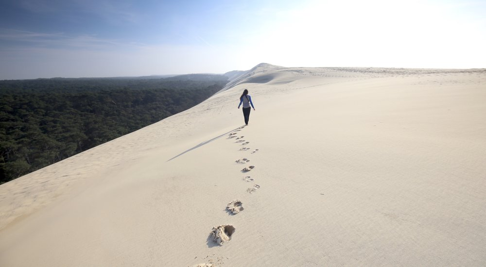 Walking on the edge of the giant sand Dune du Pilat.