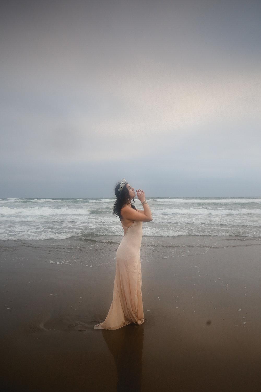 portrait-of-prayer-by-ocean