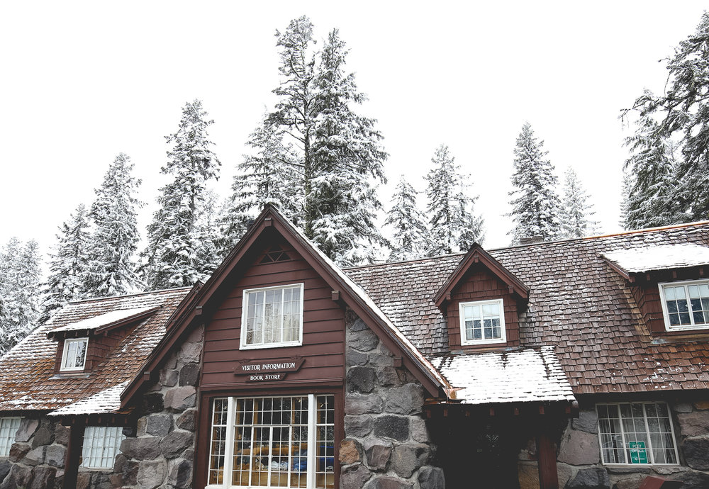 crater-lake-visitor-center