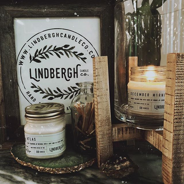Day two of #indiecraftparade — burning one of our best sellers December Morning. Smokey holiday pine with hints of orange and lemon creme. 😍🔥🔥 @makersco_