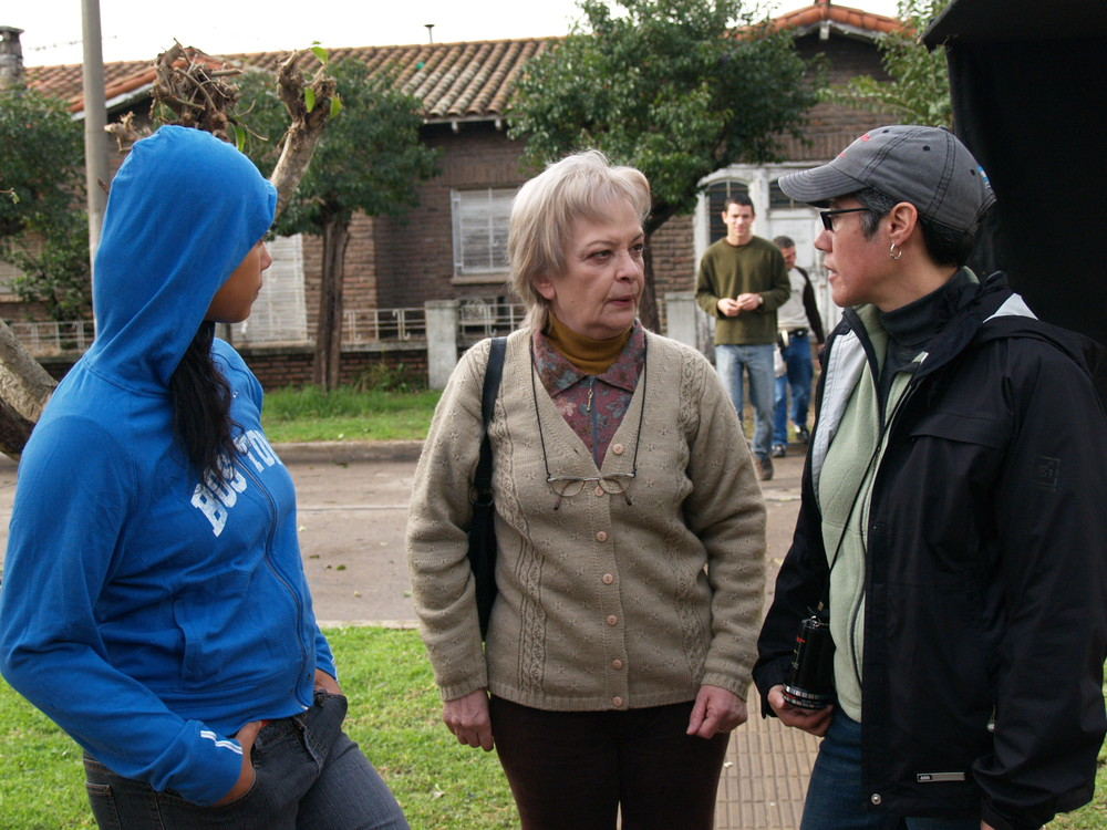 Cristina with Ana Maria Colombo and Kristen Gonzalez on set of  3 Américas  in Buenos Aires.