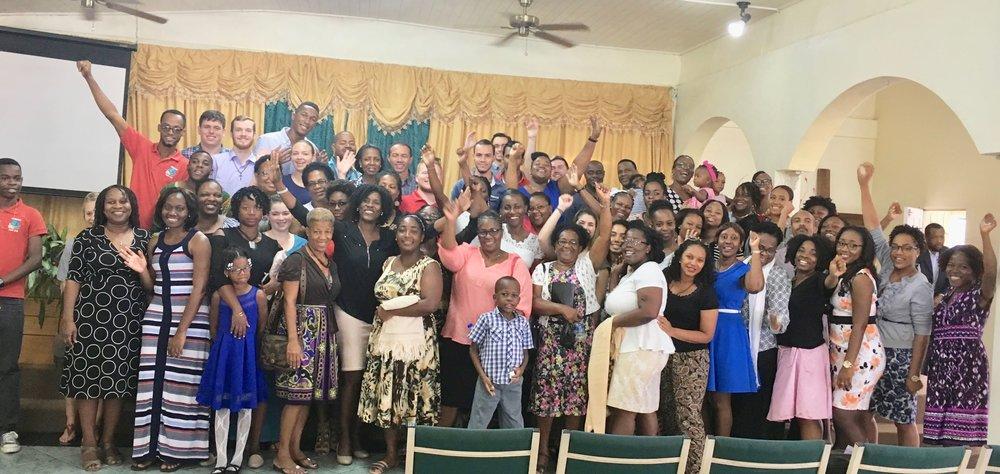 Photo d'ensemble apres une retraite missionnaire dans une église locale