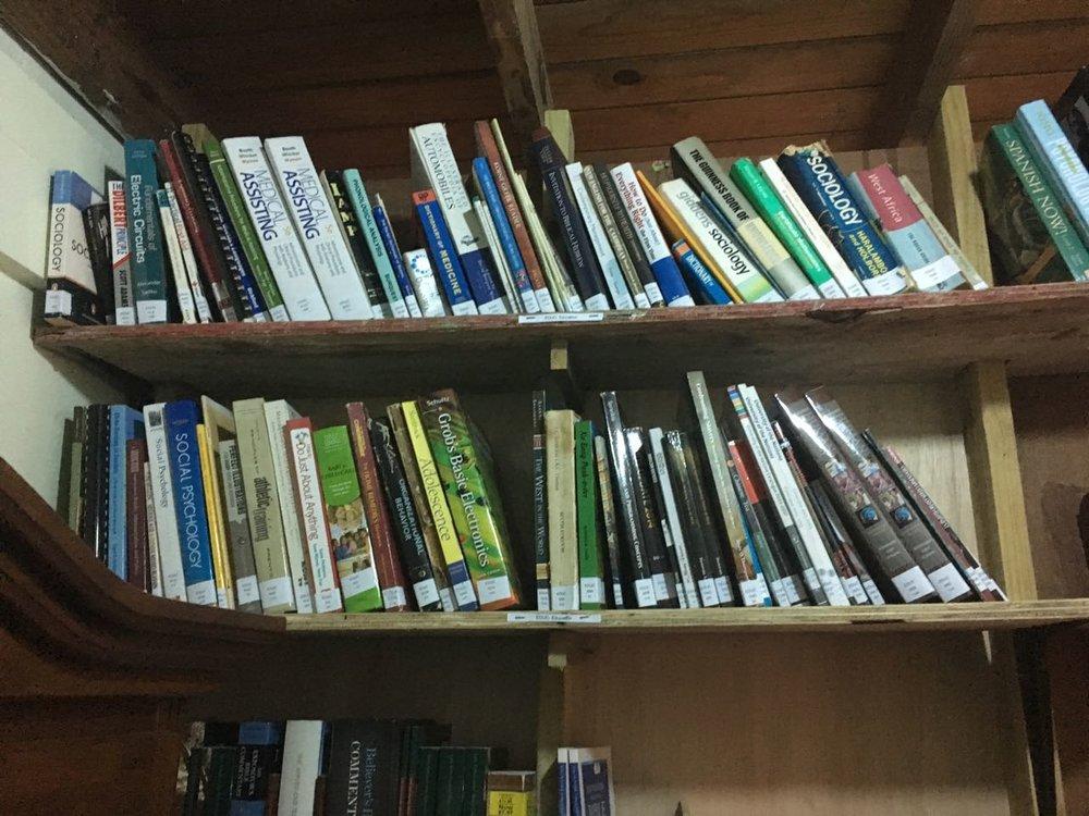 une vue de notre petite Bibliotheque