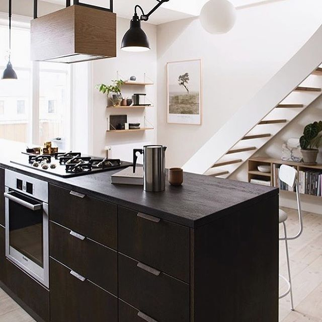 Friday Inspo - dark cabinetry is the way to go 🙌🏼 via @reformcph #darkcabinets #kitcheninspo #interiordesign #reformcph #fridayinspo #tgif