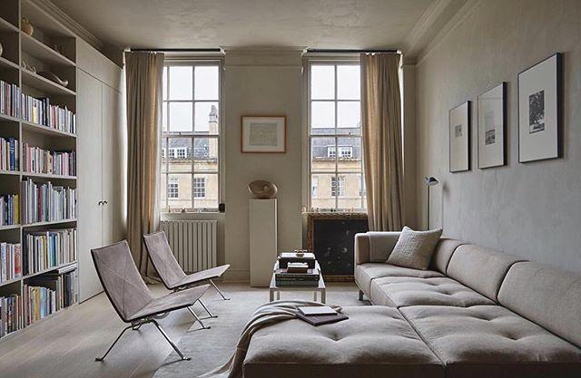 Clean, cozy, and sophisticated space of @rosaliapark via @rum_id ✨ . . . . . . #interiordesigner #rumid #goals #bathengland #baths #inspo #masterbathroom #newyork #inspiration #livingroominspo