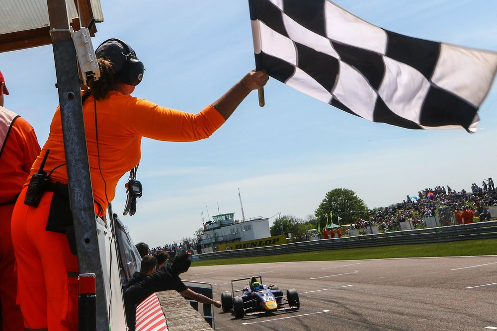 Luis Leeds takes victory at Thruxton