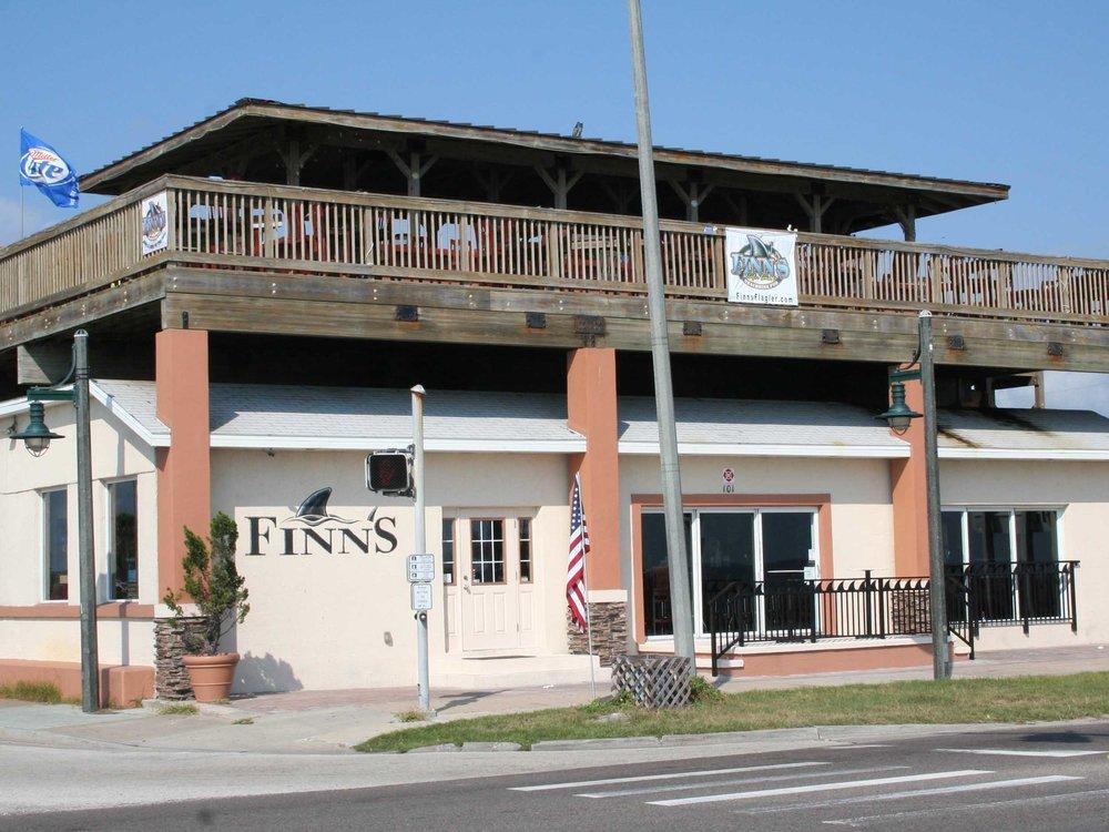 Finn's Beachside Pub Exterior