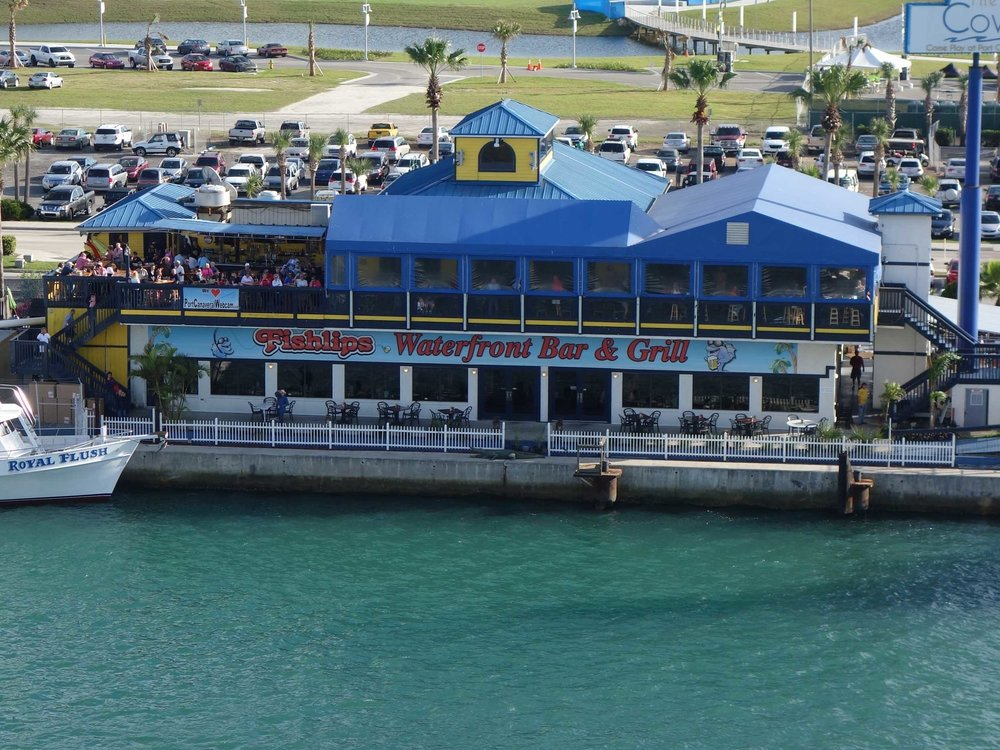 Fishlips Waterfront Bar and Grill Exterior