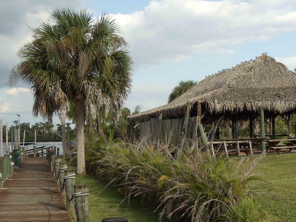 Nav-A-Gator Grill Tiki Hut
