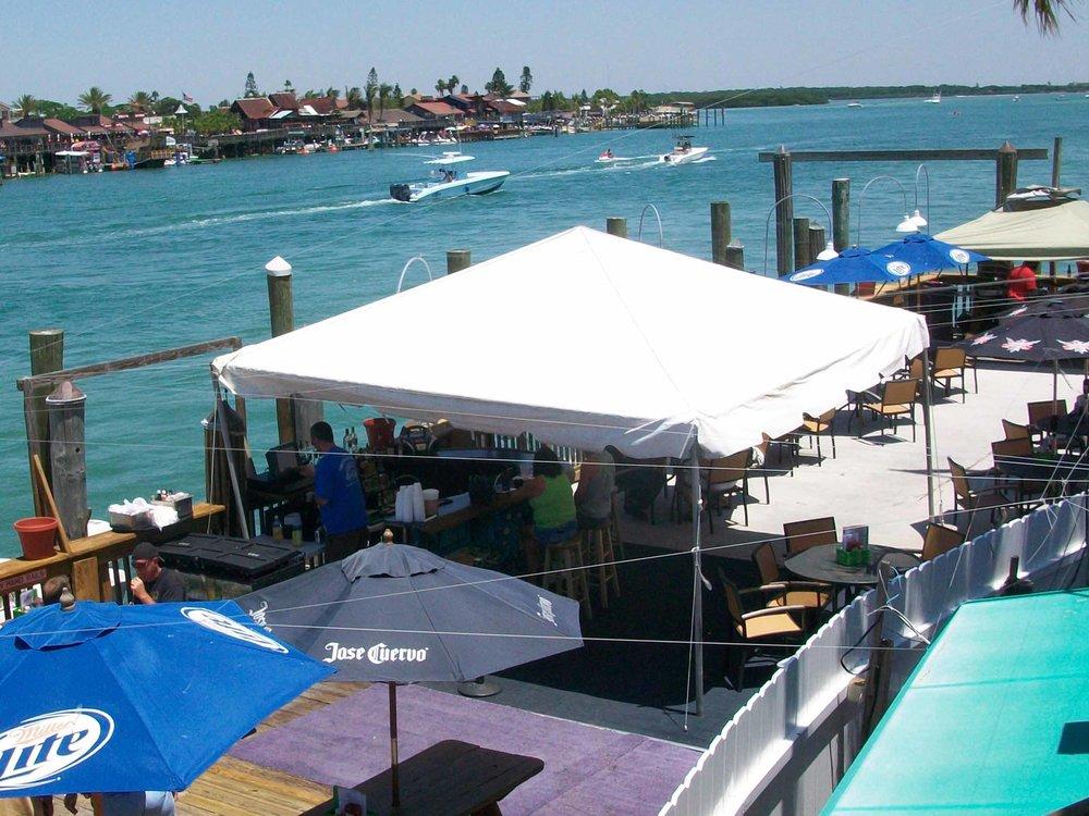 Gatoru0027s Cafe and Saloon Patio & Gatoru0027s Cafe and Saloon u2014 Florida Beach Bar