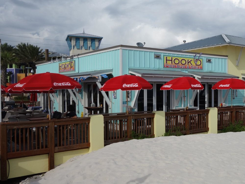 Hook'd Pier Bar and Grill Patio