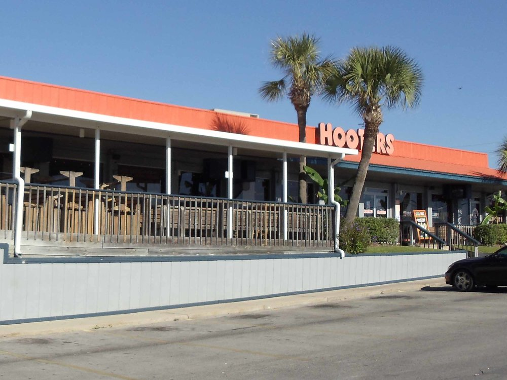 Hooters of Panama City Beach Entrance