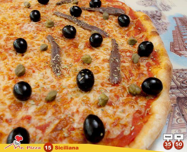 #15 - Siciliana  tomate . mozzarella . anchovas . azeitonas . alcaparras . oregãos