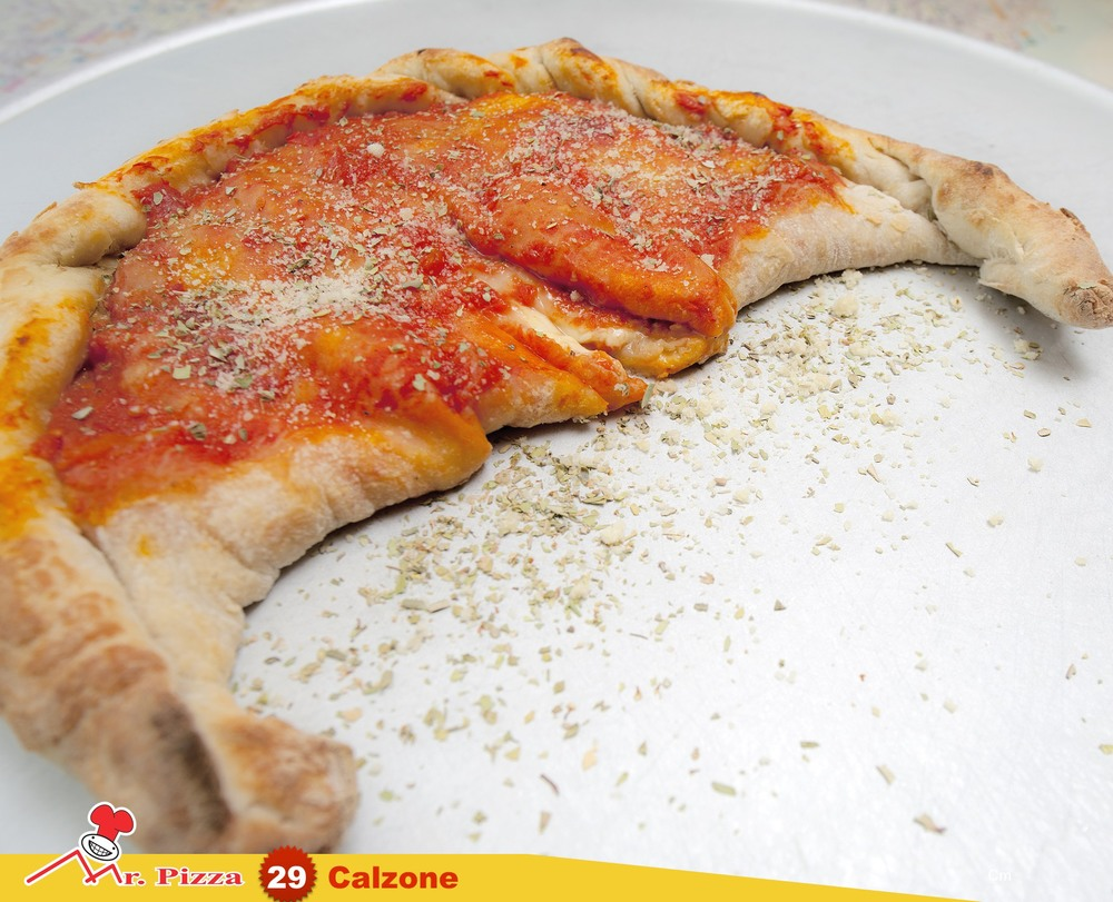 #29 -Calzone Farcito tomato . mozzarella . ham . fresh mushrooms . oregano
