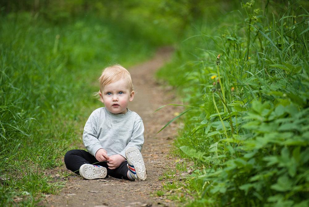 Barnporträtt på stig
