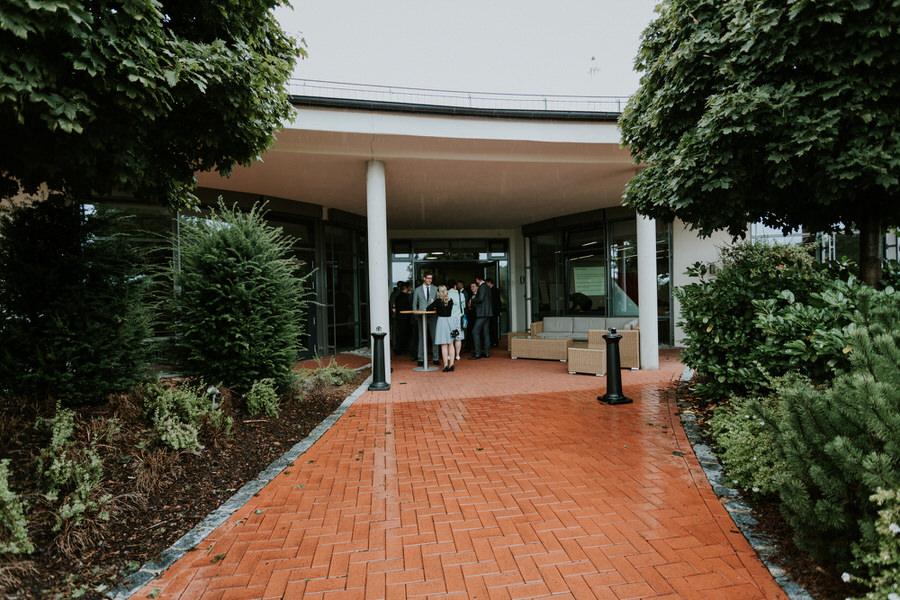 Sektempfang im Landhotel Rössle in Stimpfach-Rechendberg beim Regen