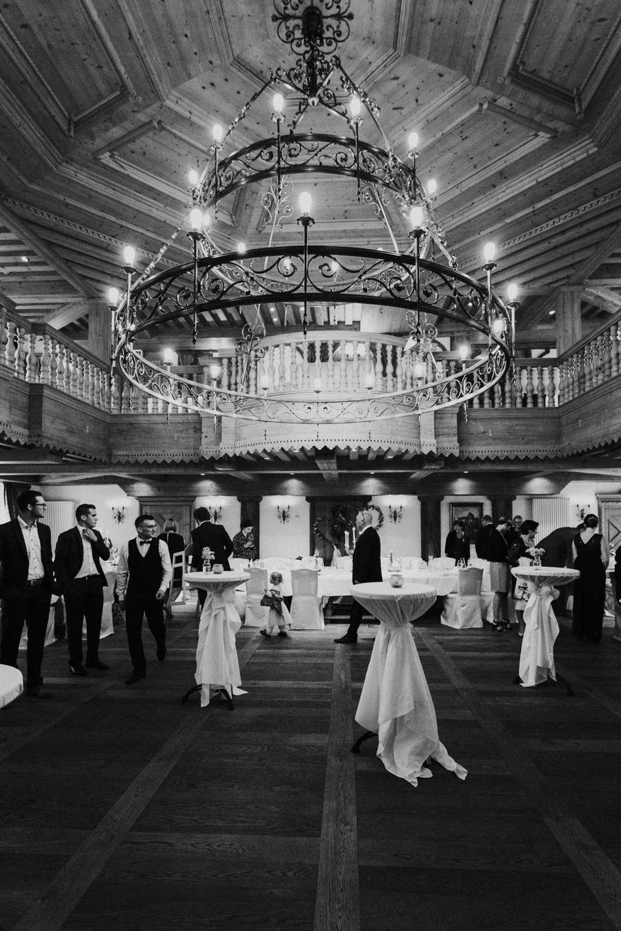 Gäste im Festsaal im Hotel Rössle