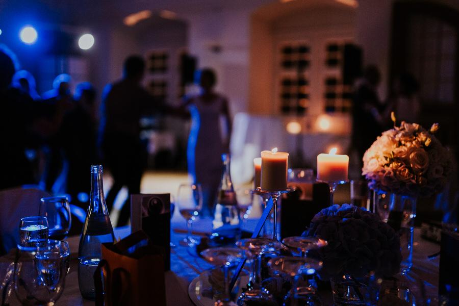 Lichtstimmung waehrend der Hochzeitsfeier