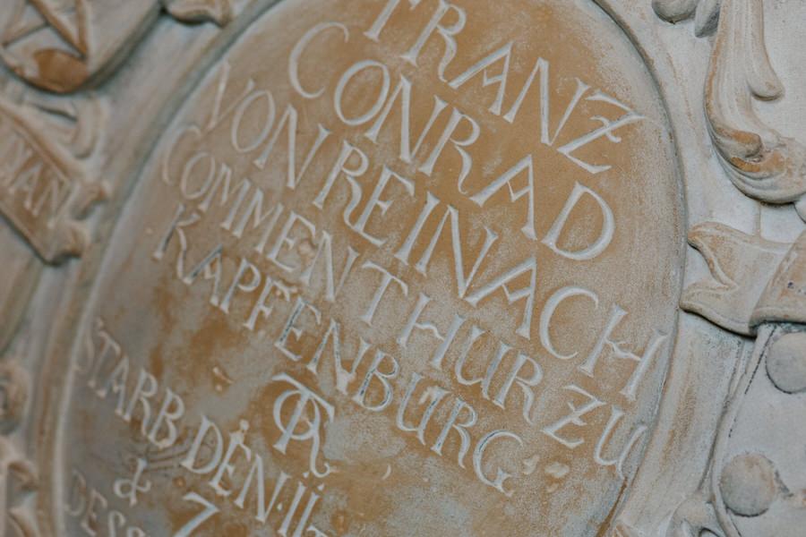 Schriftzug im Schloss Kapfenburg