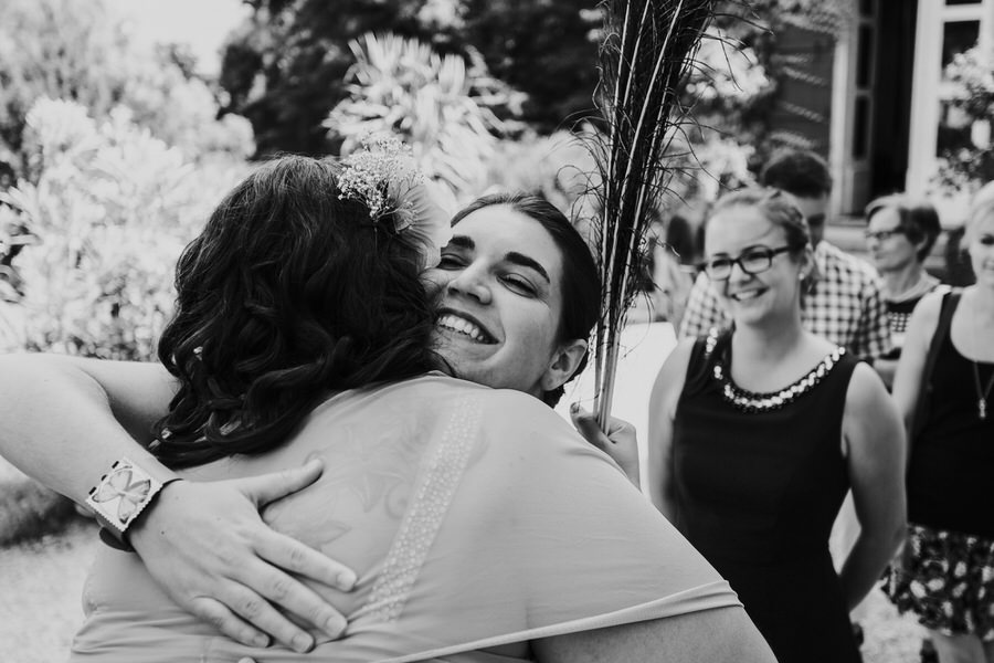 Gaeste gratulieren Braut