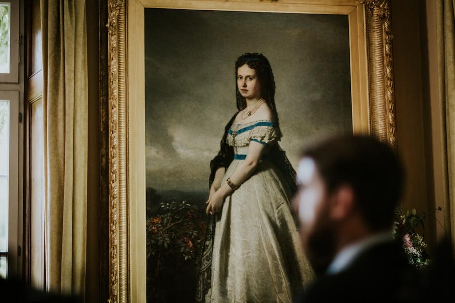 Gemaelde einer Frau im Trauzimmer des Schloss Fachsenfeld