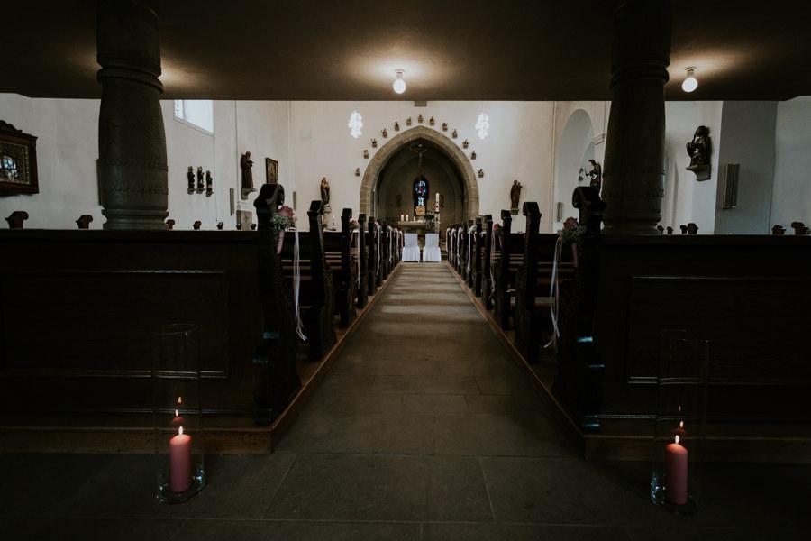 Anastasia Vyatkina - Hochzeitsfotograf Ostalbkreis - Kirche.jpg