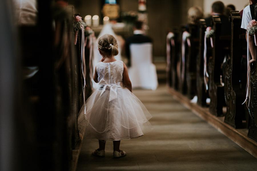Anastasia Vyatkina - Hochzeitsfotograf Ostalbkreis - Blumenmädchen.jpg
