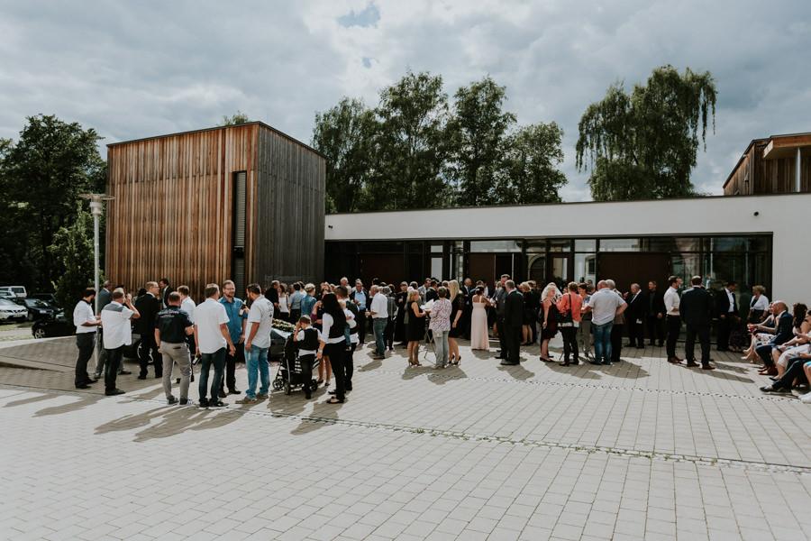 Anastasia Vyatkina - Sektmepfang nach der Trauung - Hochzeitsfotografie Heidenheim.jpg