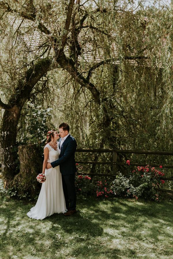 Hochzeitsfotograf Dillingen an der Donau-Brautpaarshooting in der Natur.jpg