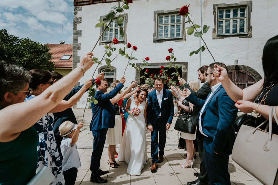 Hochzeitsfotografie - Auszug nach der Trauung - Spalier.jpg