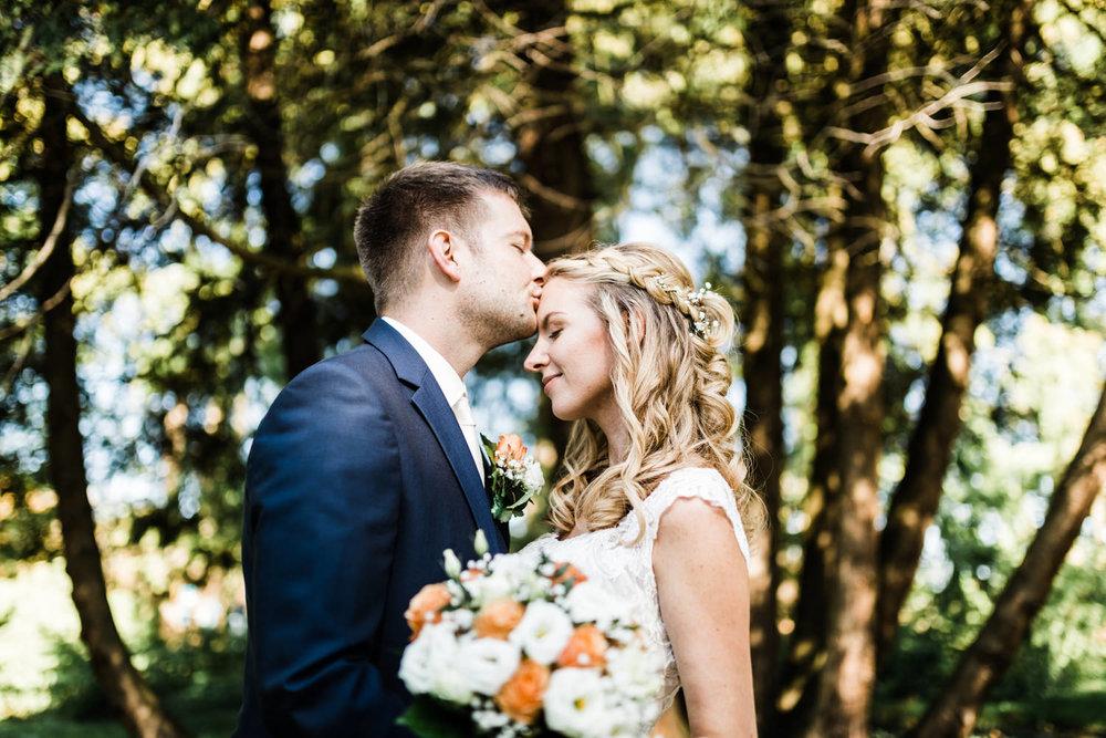 Brautpaarbilder auf der Insel Mainau mit der Hochzeitsfotografin in Konstanz und Umgebung Anastasia Vyatkina