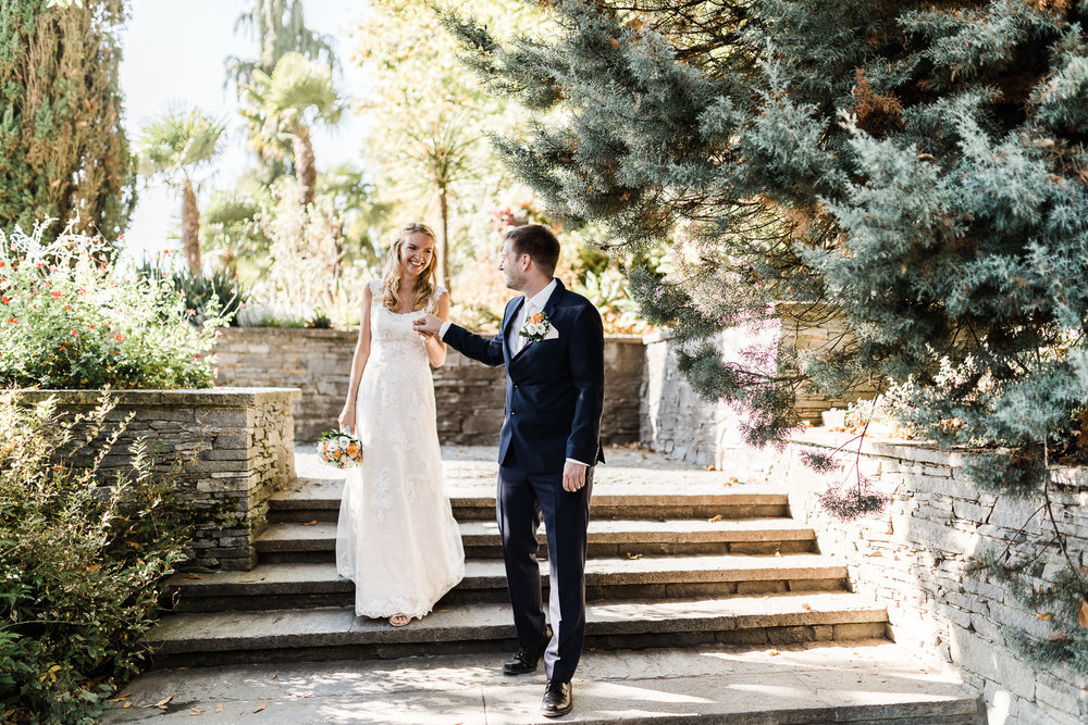 Hochzeitsofotografin Anastasia Vyatkina mit dem Brautpaar auf der Insel Mainau in der Nähe von Konstanz
