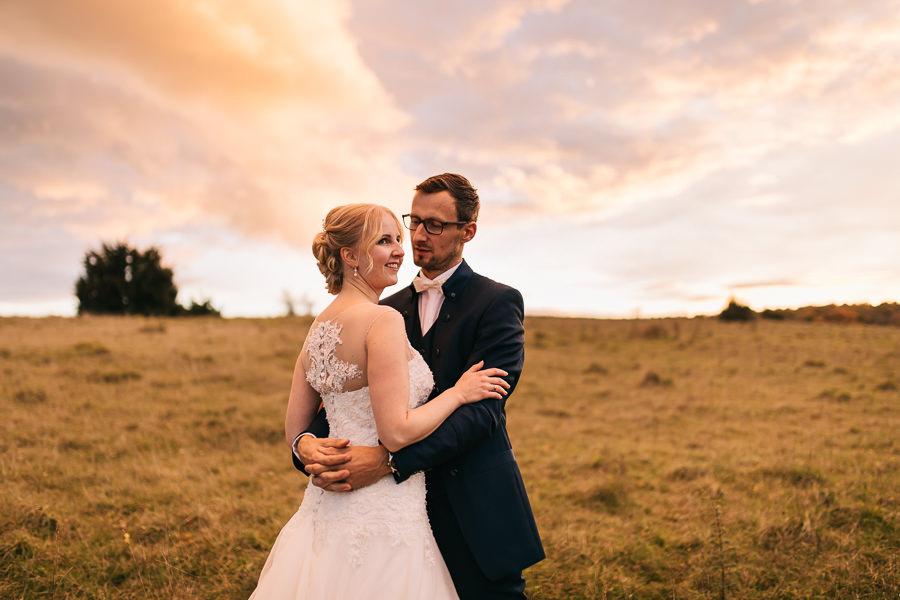 Brautpaarbilder beim Sonnenuntergang-Anastasia Vyatkina-Hochzeitsfotograf Dillingen.jpg