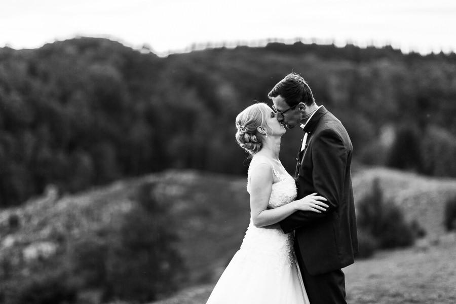 Hochzeitsfotograf Konstanz-Anastasia Vyatkina-Brautpaarkuss.jpg