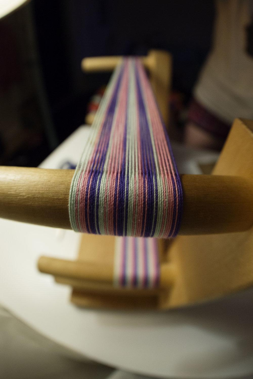 Weaving string pattern